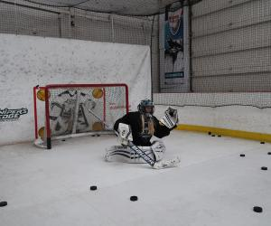 Goalie using Boni Puck Machine